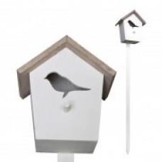 Vogelhuisje op tuinprikker